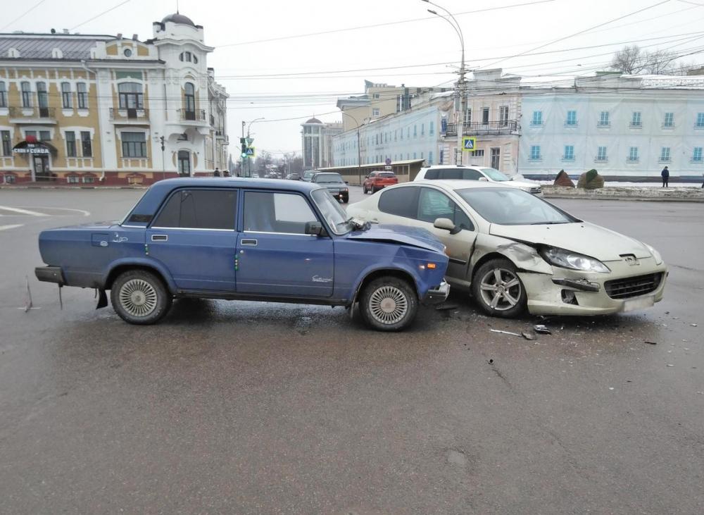 На площади Ленина поворот налево «довел» женщину и ребенка до больницы