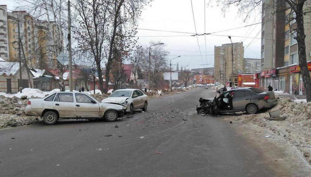 В аварии с тремя авто на Пролетарской пострадала восьмилетняя девочка и четверо взрослых