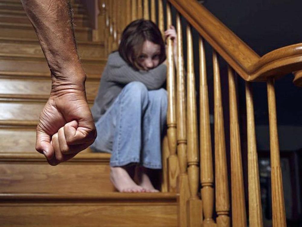 Подозреваемый в изнасиловании собственной малолетней дочери заключен под стражу