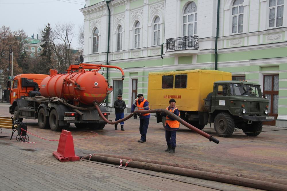 Ремонт трубопровода и колодца на Коммунальной близится к завершению