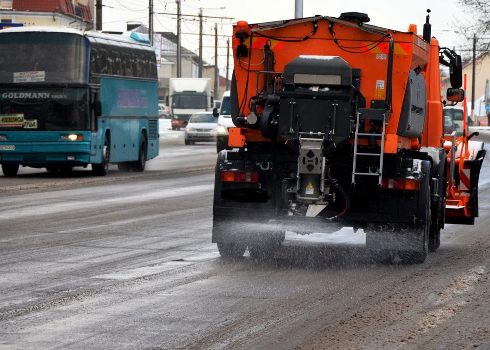 Бригады дорожных служб боролись с гололедицей на федеральных трассах Тамбовской области