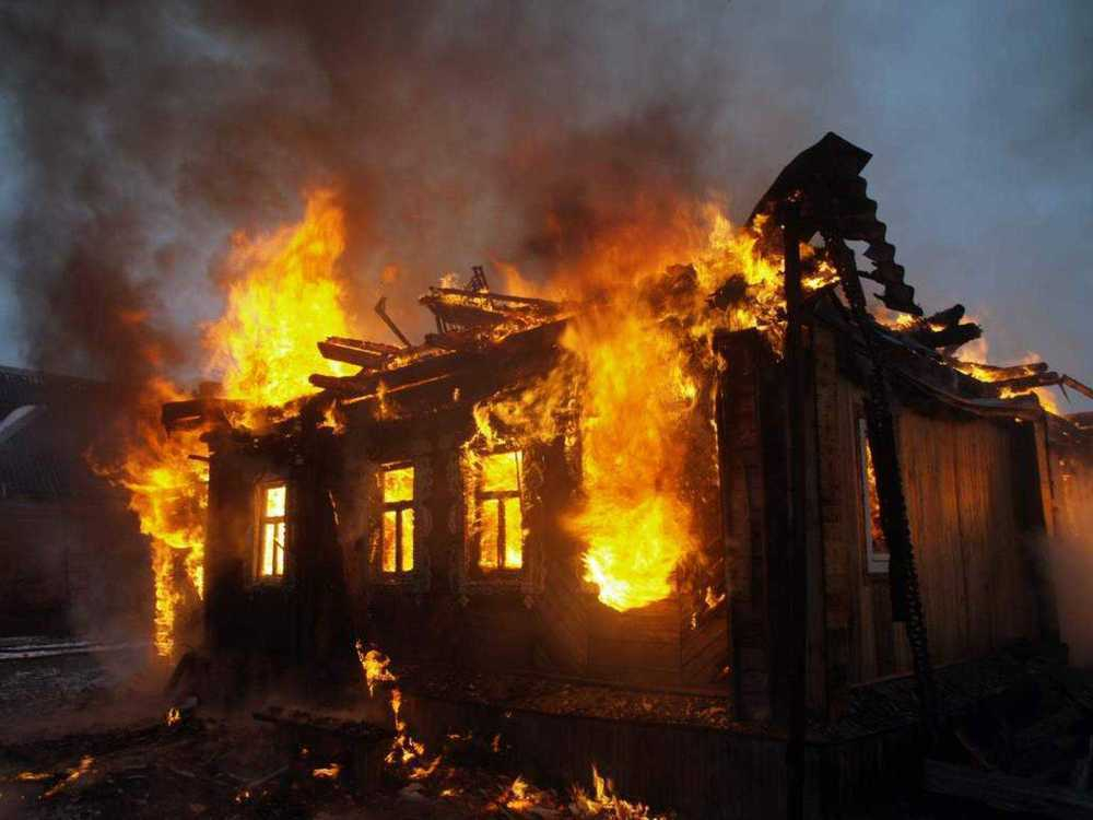 67-летняя женщина сгорела в собственном доме вместе с правнуками