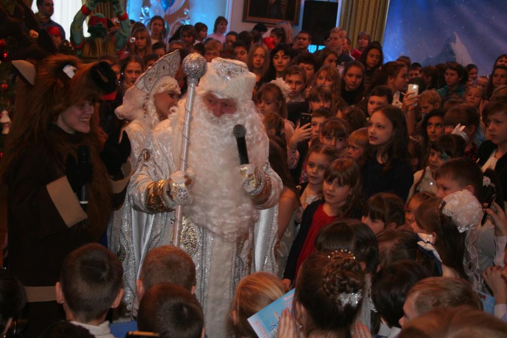 Более 1300 ребят из городов и районов области побывают на губернаторской ёлке