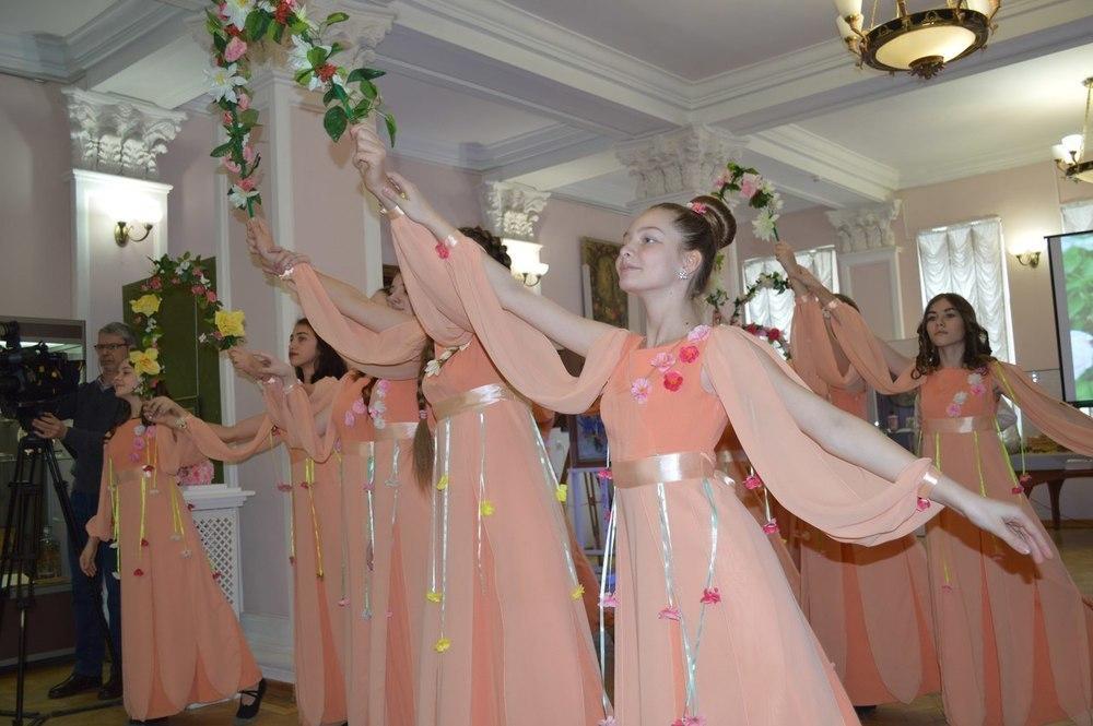 Светлана Горбунова: «Выставка – это еще и такое подношение нашим друзьям из Русского музея. В их коллекциях тоже очень много произведений, связанных с цветами»
