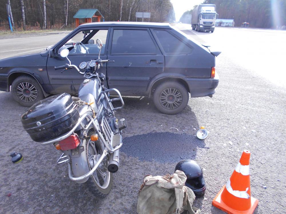 На трассе в Тамбовской области пожилой мопедист получил травмы, выехав на встречку