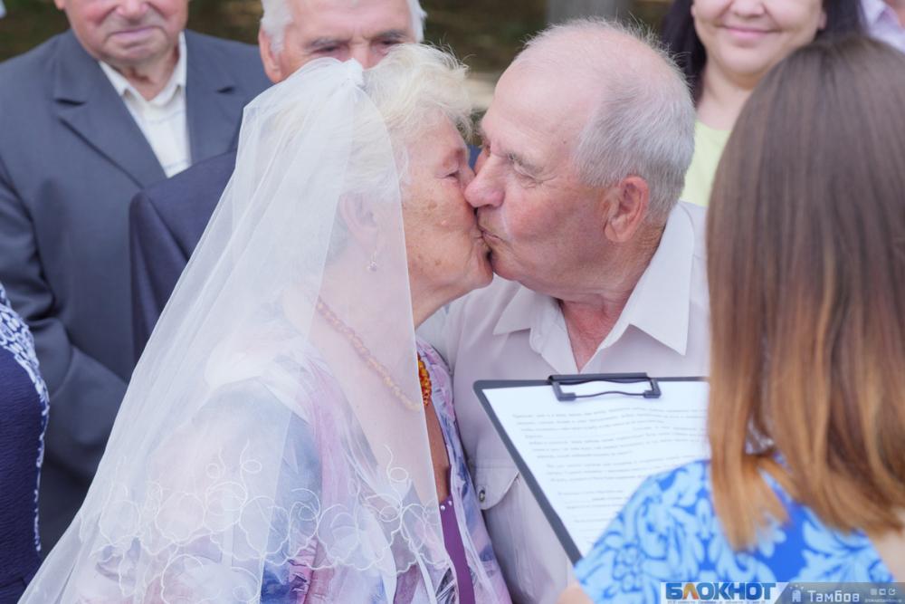 Общество в миниатюре: День семьи, любви и верности отметили в Асеевском парке