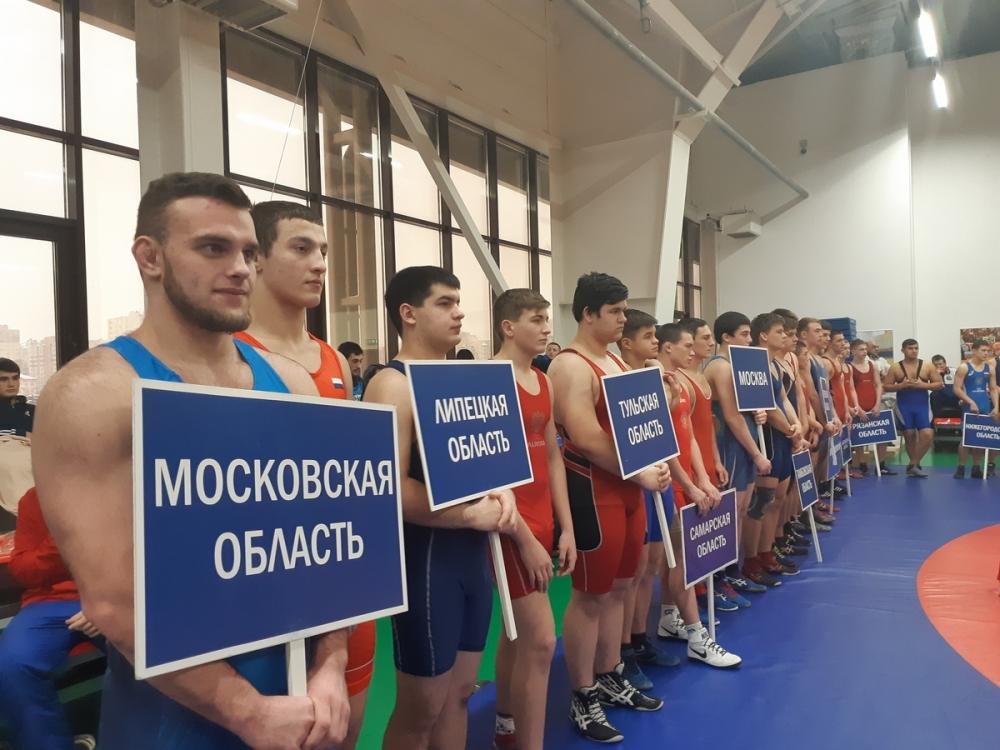 Борцы со всей России в Тамбове разыграют путевки на Россию
