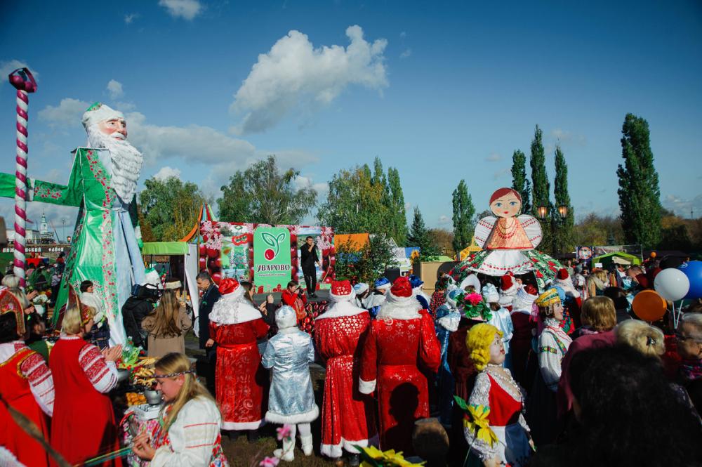 Уваровцы покорили тамбовского губернатора шестиметровым Дедом Морозом