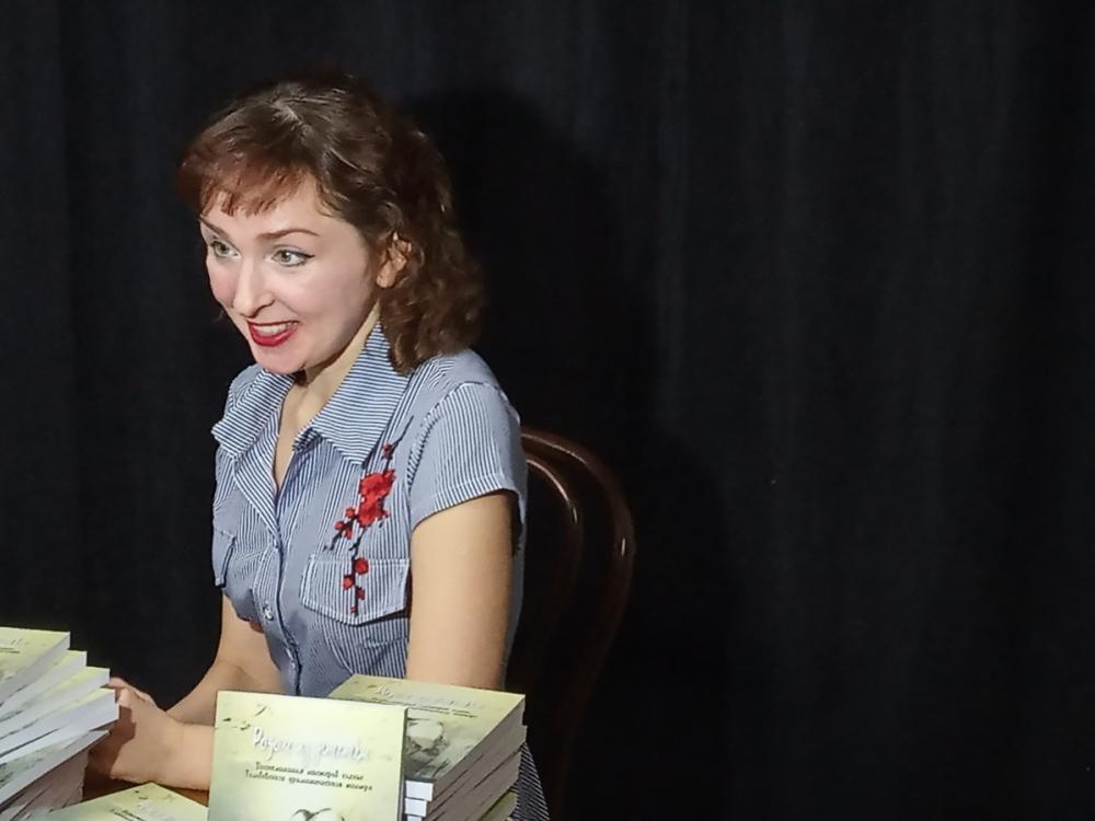 Творчество без границ: актриса Ольга Сирото презентовала книгу «Родом из детства»