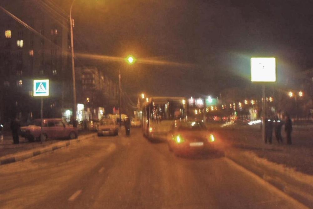 Автобус столкнулся с иномаркой на севере областного центра: одиннадцатилетняя девочка в больнице
