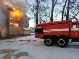 В рабочем посёлке Умет полностью сгорело здание вокзала