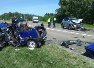 Женщина за рулём «TOYOTA RAV4» разнесла «Оку» «в щепки». Водитель погиб