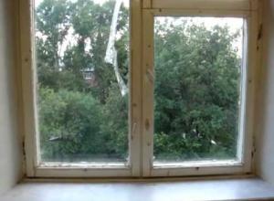 В сосновском детском саду окна не менялись почти 40 лет и могли вывалиться на детей