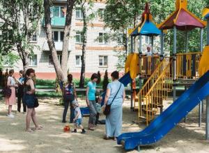 В сквере на Пензенской посадили живую изгородь протяженностью 324 метра