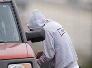 Тамбовчанин врезался в столб на угнанной Audi A4