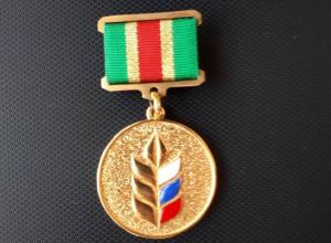 «Золото» за яблони получил директор учхоза «Комсомолец»