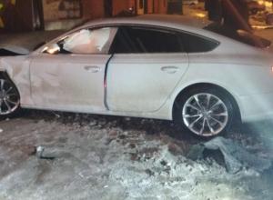 «Audi» въехал в дом, «четырнадцатая» в столб: результат неудачного женского вождения