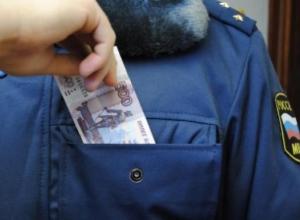 За взятку в 20 тысяч полицейскому уваровская бизнес-леди попала под следствие