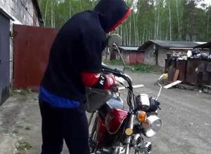 Мотоцикл и скутер за одну ночь угнали в селе Красивка