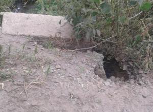 Дети из села Красносвободное вынуждены ходить в школу по аварийной плотине