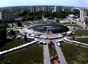 """Власти города вытесняют все ярмарки с площади перед ЛДС """"Кристалл"""""""