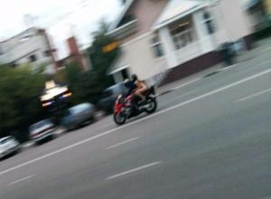 Нагая девушка на мотоцикле проехалась по центральным улицам Тамбова