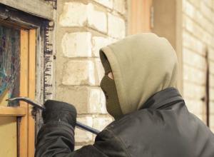 Выломал стену, украл деньги и купил одежду друзьям «Робин Гуд» из Кирсанова