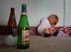 Пока рассказовская мамаша спала с пьяными гостями, трое голодных детей находились без присмотра