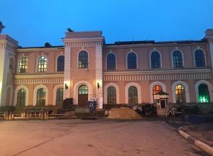 На тамбовском ж/д вокзале приступили к ремонту фасада