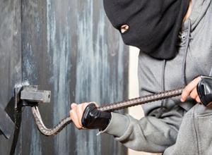 Украсть гаражные ворота – это трудно, или нет? Двое уваровцев смогли