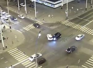 Новая авария на старом месте: видео ДТП на Чичканова появилось в сети
