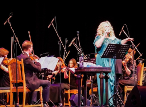 «Живу, пока пою», - заявила Лариса Долина со сцены в Тамбове