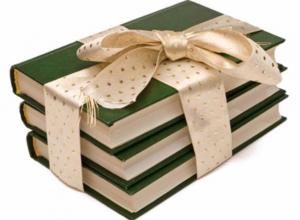 Случайные прохожие в Тамбове получили книги в подарок