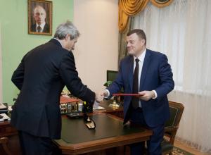 Соглашение ценой 30 миллиардов рублей на строительство молочных и свиноводческих ферм подписал губернатор области