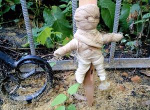 Африканская магия в центре Тамбова: на Воздвиженском кладбище обнаружили куклу Вуду