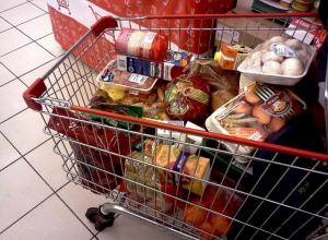 Охранник тамбовского супермаркета вырвал похищенные продукты из рук злоумышленника