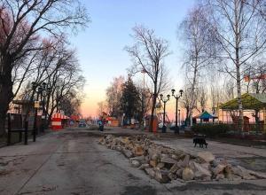 Минус бетон, плюс газон: городской парк готовится к открытию