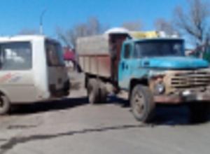 Трое детей пострадали при столкновении автобуса и «ЗИЛа»