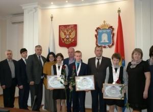 Вице-губернатор вручил благодарственные письма и подарки юным спортсменам