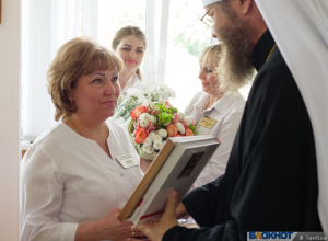 Медикам, вкладывающим в труд частицу сердца, вручили премию Архиепископа Луки