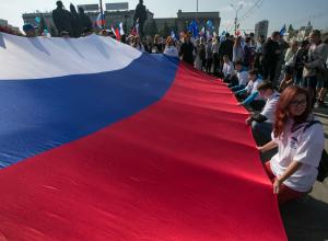 84-метровый флаг России развернут в Тамбове в честь государственного праздника