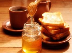 А мёд-то ненастоящий: под предлогом продать сладкое мошенницы обчистили квартиру