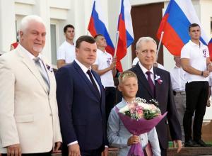 Награду юному жителю Моршанска, спасшему женщину после ДТП, вручил губернатор