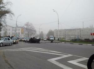 Трое тамбовчан в «Ладе-Приоре» пролетели через клумбу центральной улицы Тамбова и перевернулись трижды