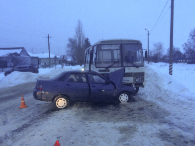 Четверо человек получили травмы в столкновении на Пролетарской