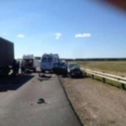 На трассе Р-22 в Тамбовском районе перекрыто движение: опрокинулась фура
