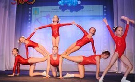 Танцоры, гимнасты и мастера аэробики показали свое искусство на сцене Тамбовского молодежного театра