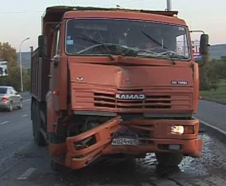 На дороге в Гавриловском районе столкнулись грузовики с прицепами.