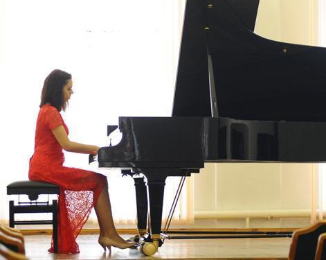 Мержановский фестиваль открылся конкурсом пианистов
