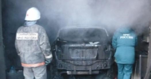 Автосервис с двумя машинами внутри сгорел на Северном обходе